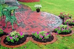 12-backyard-landscaping-a-flower-shaped-garden-homebnc