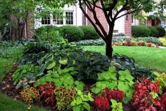 23-front-yard-landscaping-garden-ideas-homebnc