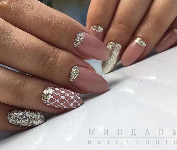 белый маникюр лунный дизайн ногтей