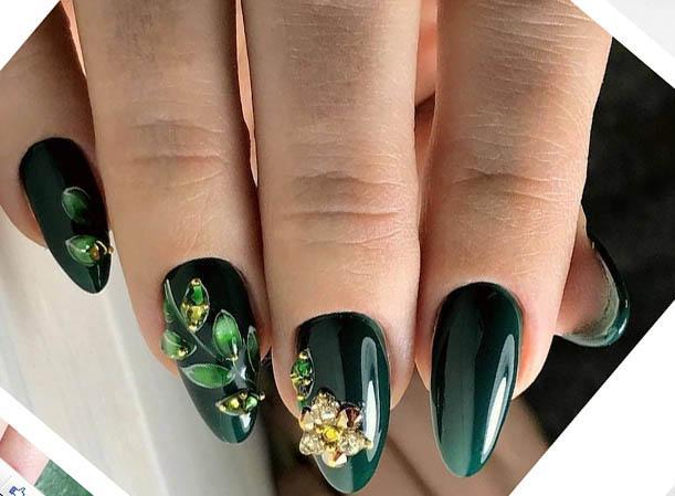 красивый маникюр изумрудного цвета на миндалевидных ногтях