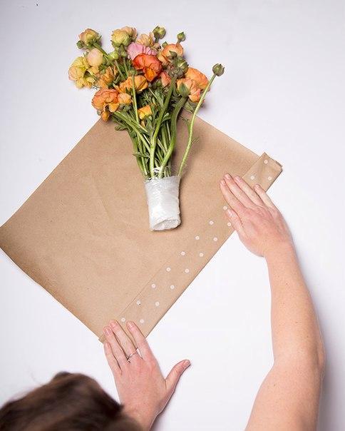 собрать цветы в изящный букет с бумагой