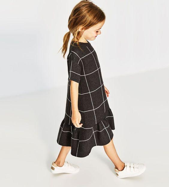 платье с воланами при