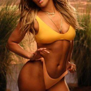 49-летняя Дженифер Лопес в купальнике