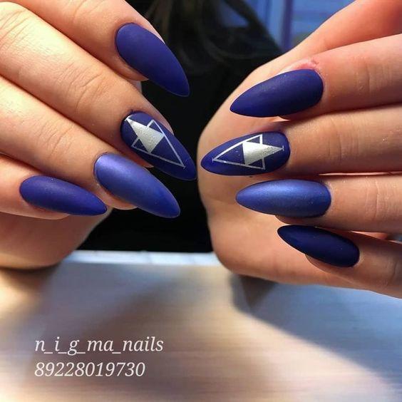 маникюр синий геометрия
