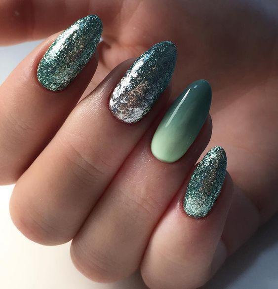 градиент на ногтях зеленый