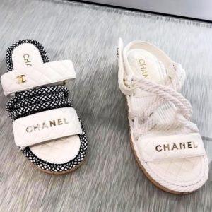 модная летняя обувь шлепки Шанель 2019-2020 фото