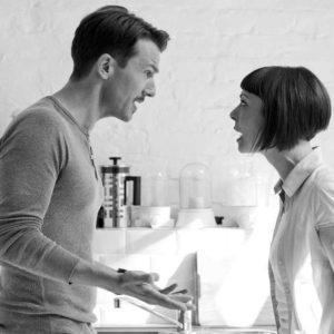 муж упрекал жену отношения