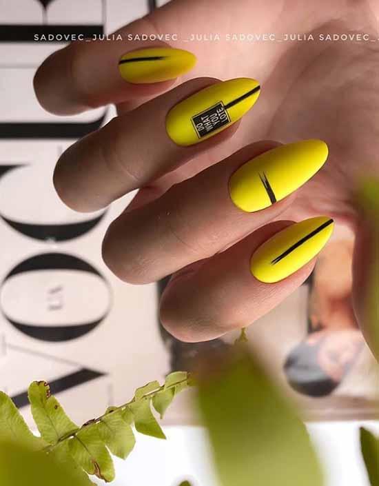 стильный желтый маникюр 2020-2021 фото