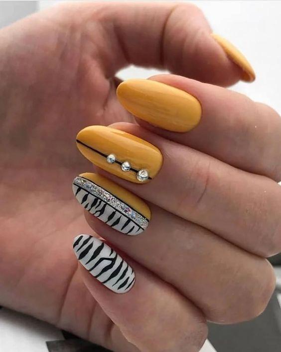 зебра желтый дизайн ногтей