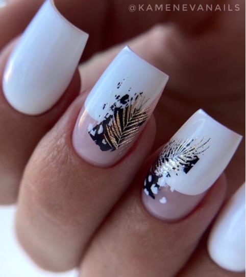 белый с золотом дизайн ногтей