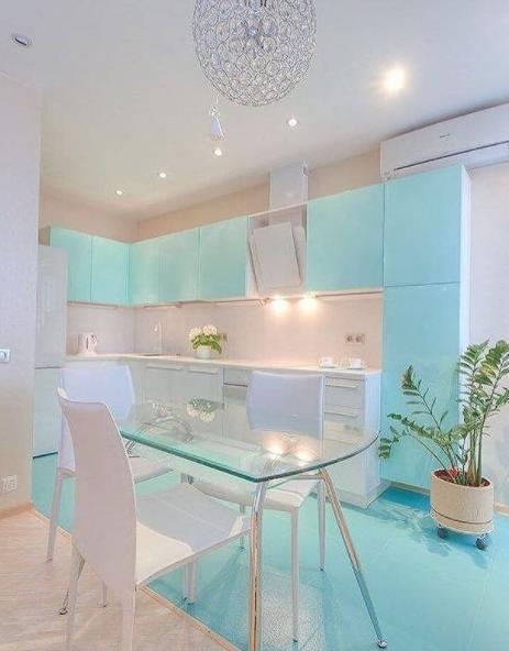 нежные оттенки для кухни голубой небесный цвет в дизайне