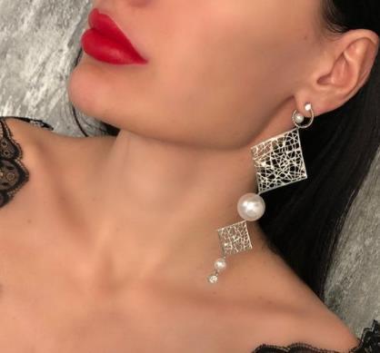 Мода 2021-2022: Какие серьги в тренде, преимущества сережек из серебра +фото стильных моделей