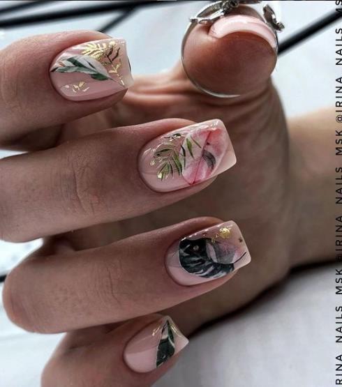 золотой дизайн ногтей 2021-2022 маникюр в тренде