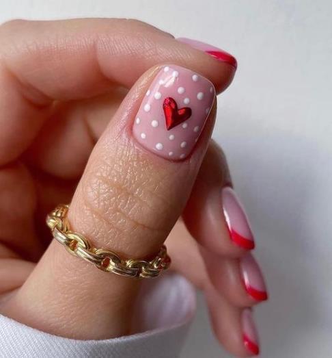 модный маникюр с сердечками прямоугольная форма ногтей