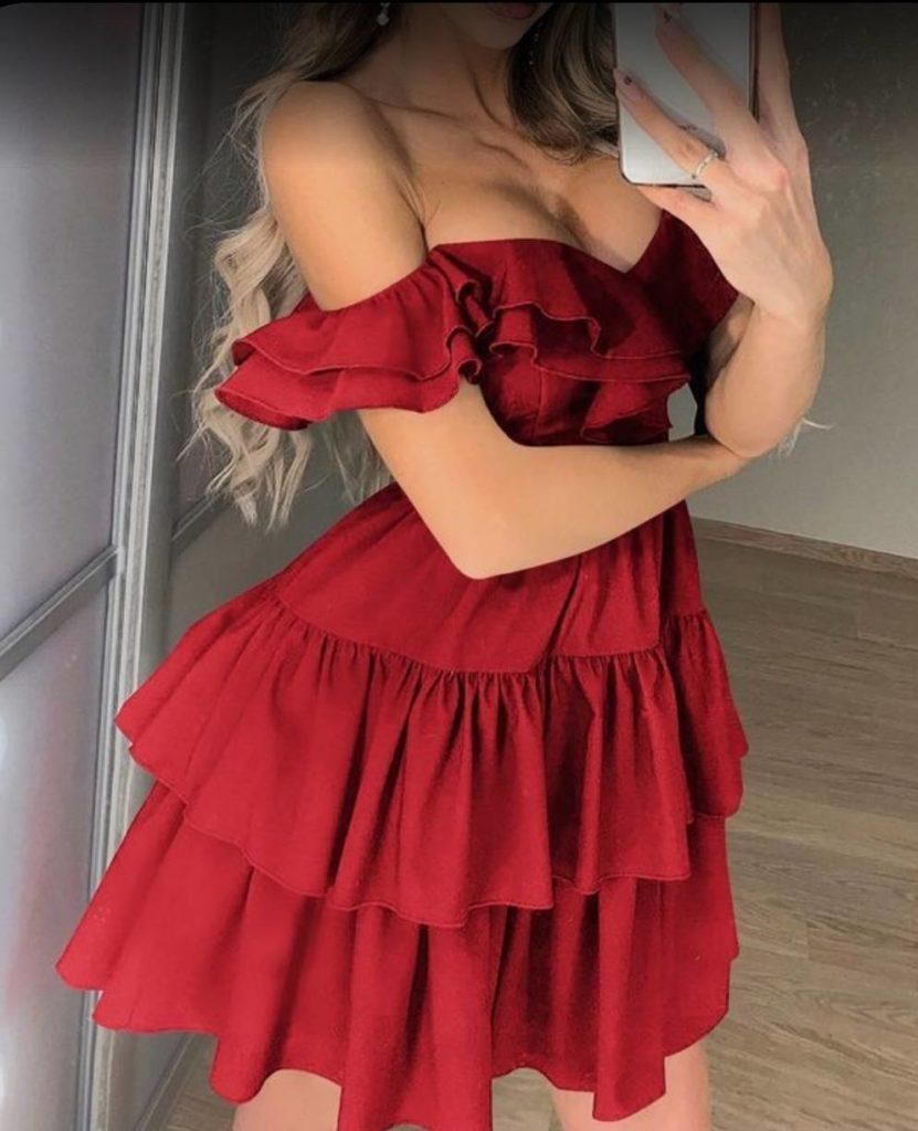 Короткое красное платье с ярусами и волнами фото