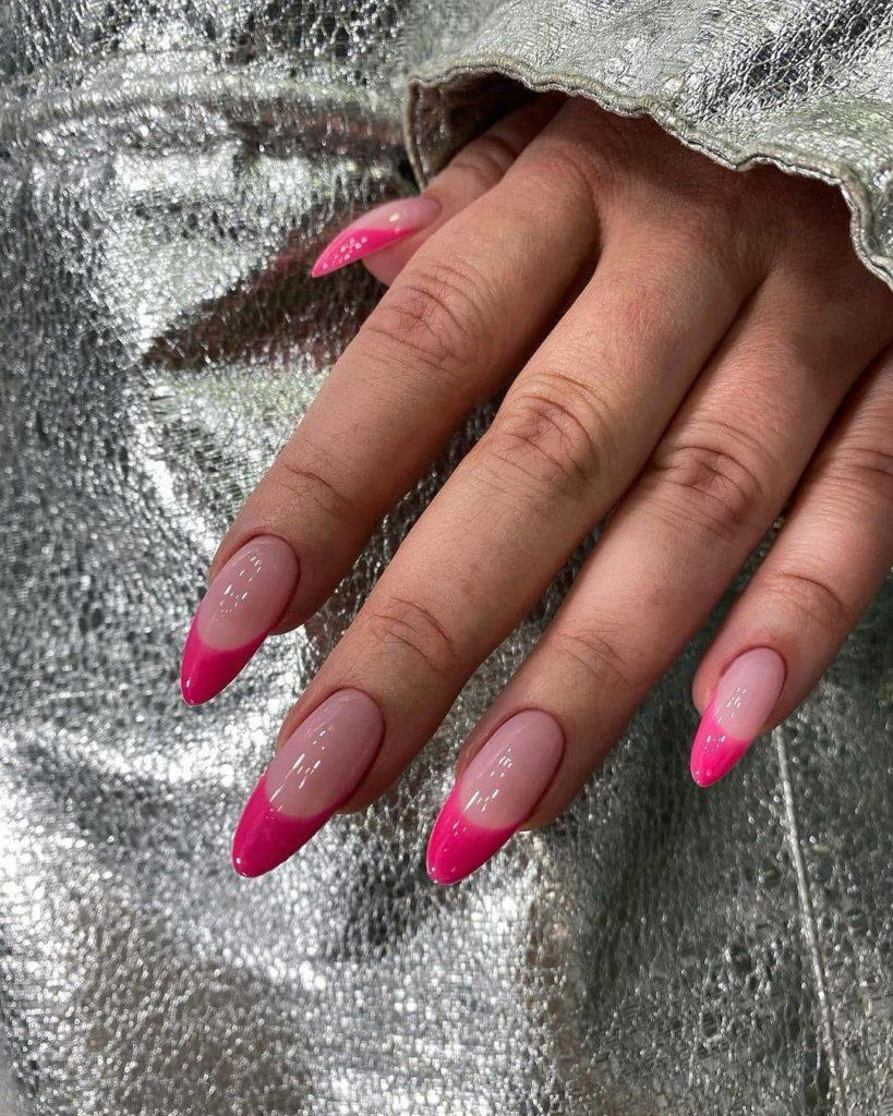 розовый френч новинки  2022 стильная мода в нейл-арте