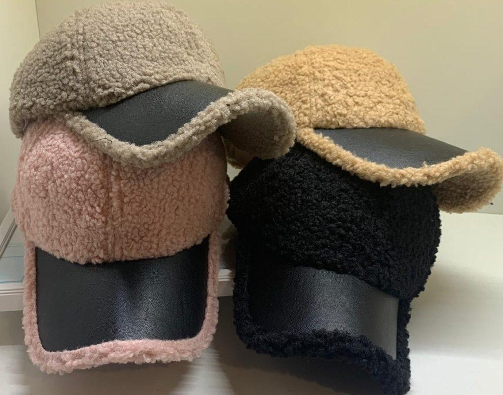 кепки из кожи и меха