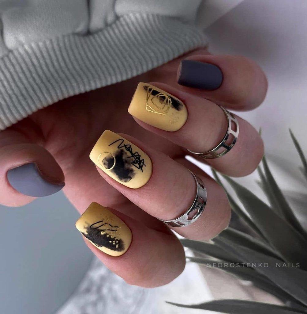 желтый маникюр красивый декор 2022 фото