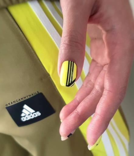 маникюр салатовый неоновые оттенки для спортивных девушек