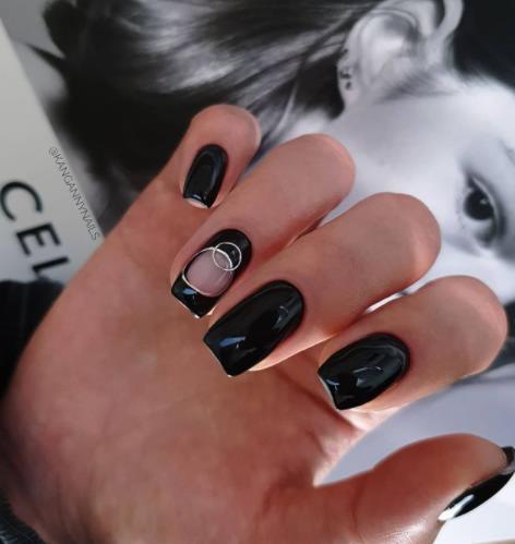 черные ногти стильный маникюр 2022