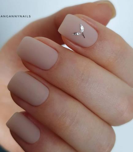 нюдовый оттенок ногтей 2022 фото