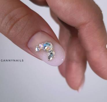 идеи ногтей со стразами