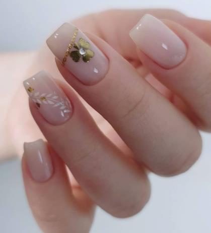 ромашки дизайн ногтей стиль