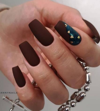 дизайн ногтей стилеты в коричневом цвете