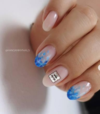 печать на ногтях голубые разводы на ногтевой пластине