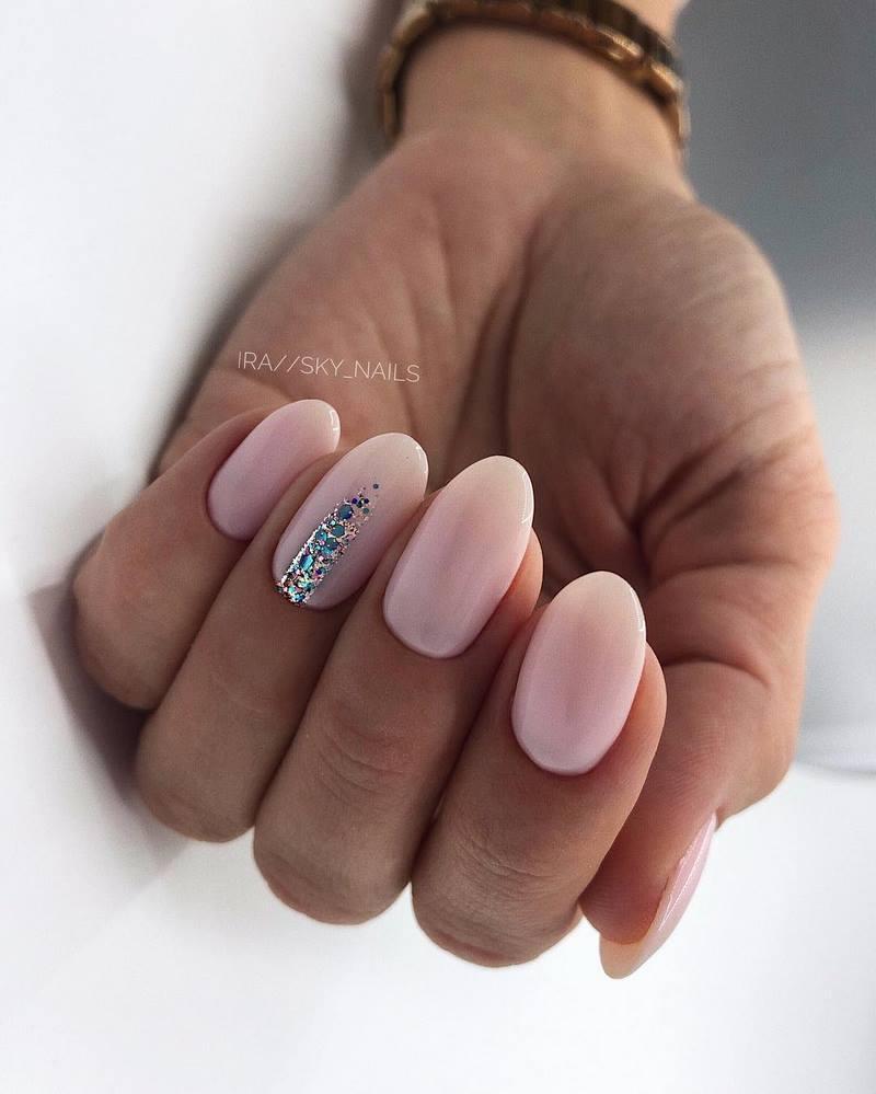 женственный дизайн ногтей ультраклассный маникюр 2022