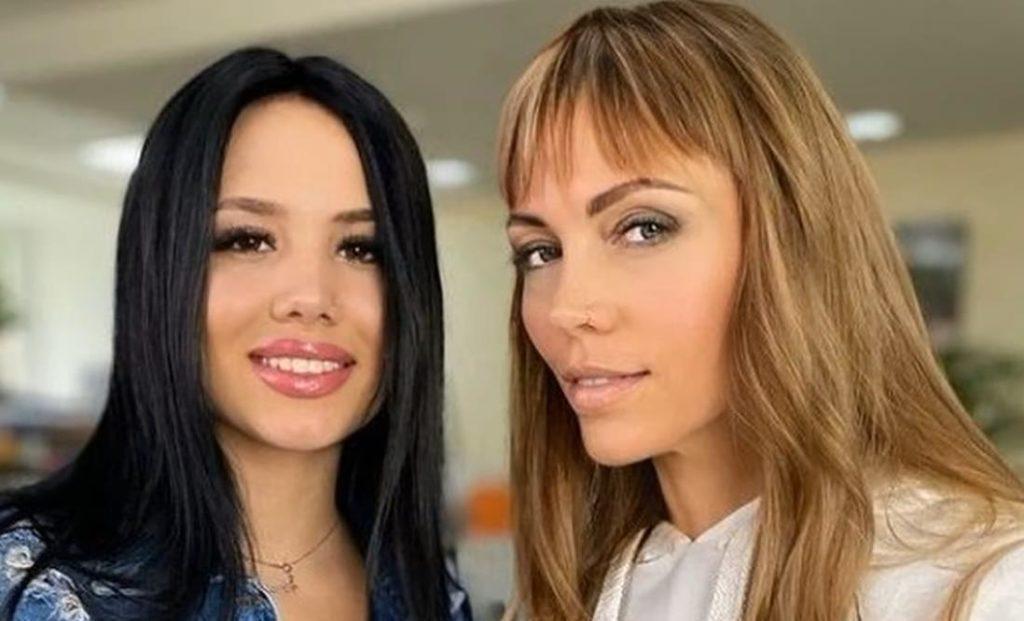 Наташа и Настя Роинашвили 2021 дом -2